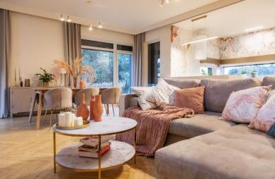 Róż i złoto: sensualne wnętrze domu w Orzeszu