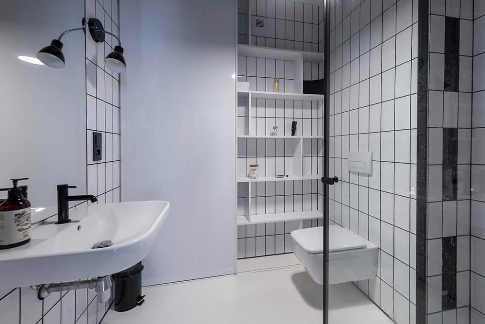 Rozszerzanie przestrzeni: przechowywanie włazience
