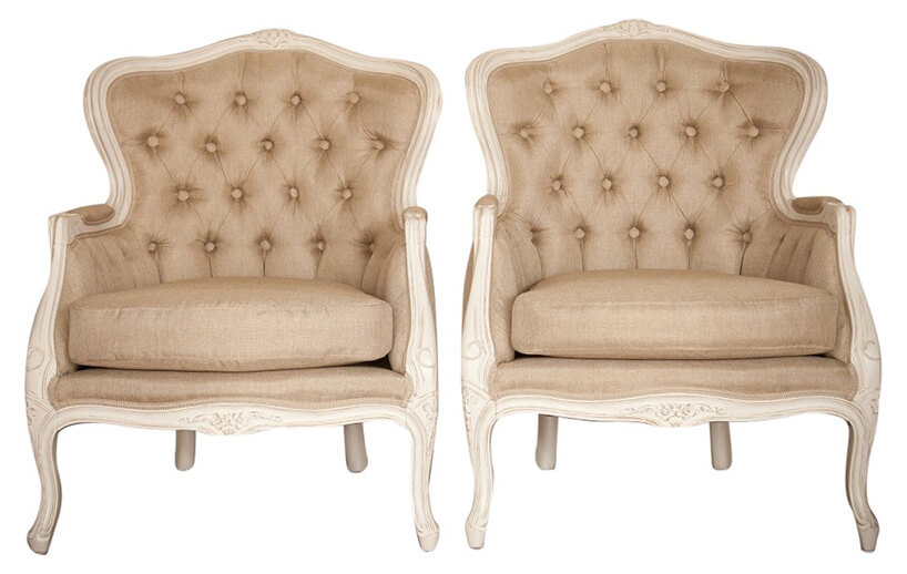 dwa brązowe fotele zepoki wstylu prowansalskim