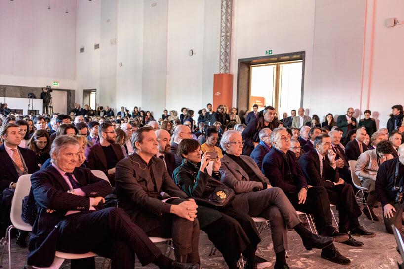 wielu gości iodwiedzających Salone del Mobile 2019