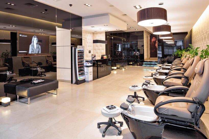 salon kosmetyczny wjasnym iciemnym kamieniu