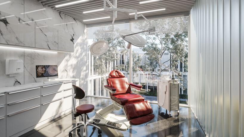 jasny pokój zabiegowy zczerwonym fotelem