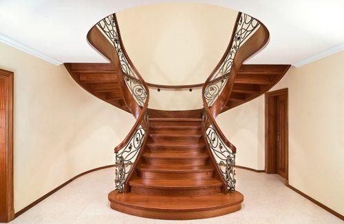 nowoczesne drewniane schody w ciemnym brązie