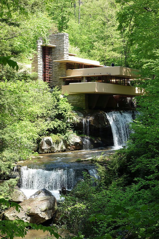 ściana wodna wodospad pod domem