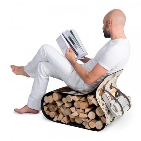 człowiek siedzący na krześle flex