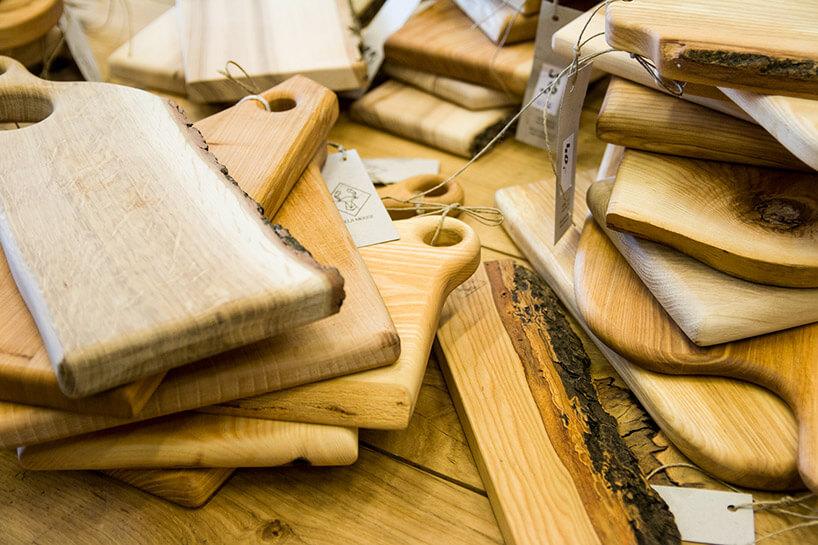 sterty drewnianych desek