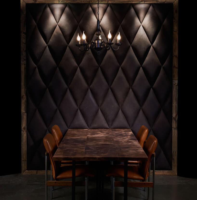 ciemna pikowana skórzana ściana