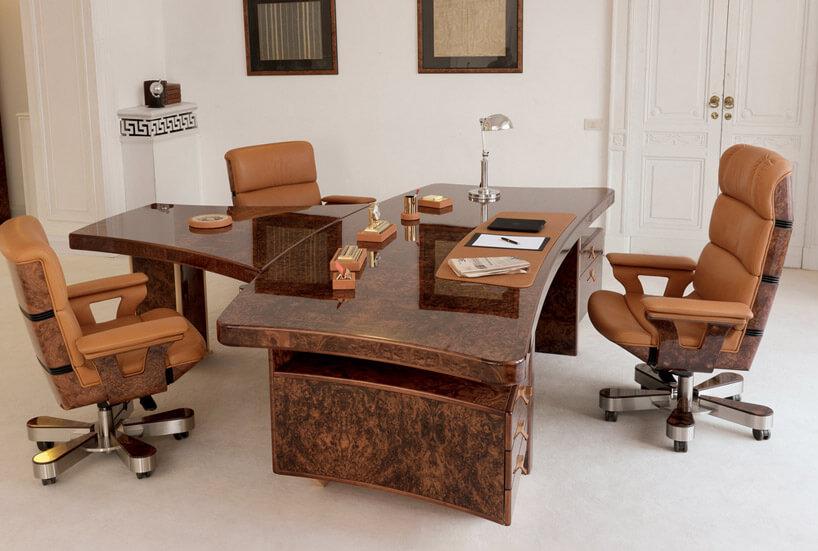 mięsiste skórzane fotele wkolorze brązowym