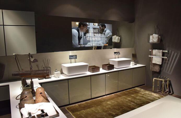 nowoczesna ciemna łazienka z ekranem
