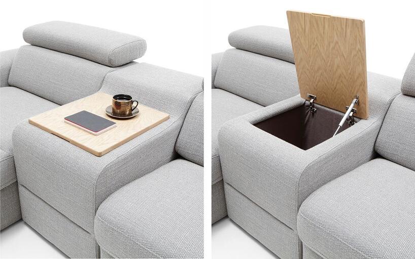 jasno szara materiałowa sofa modułowa od Gala Collezione zbarkiem przykrytym jasną deską