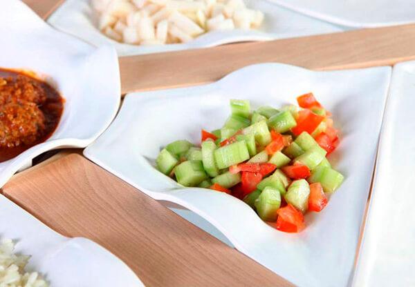 naczynia zintegrowane ze stołem