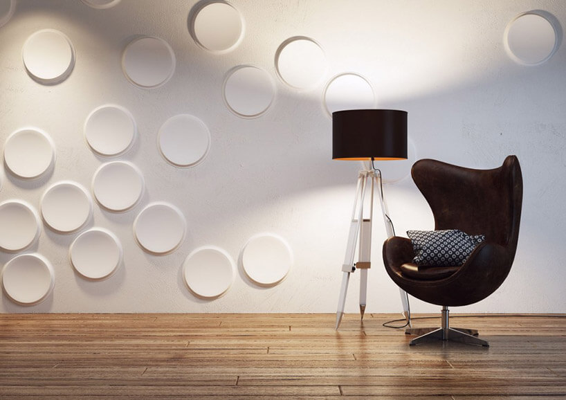 czarna lampa ifotel na tle białych paneli przestrzennych