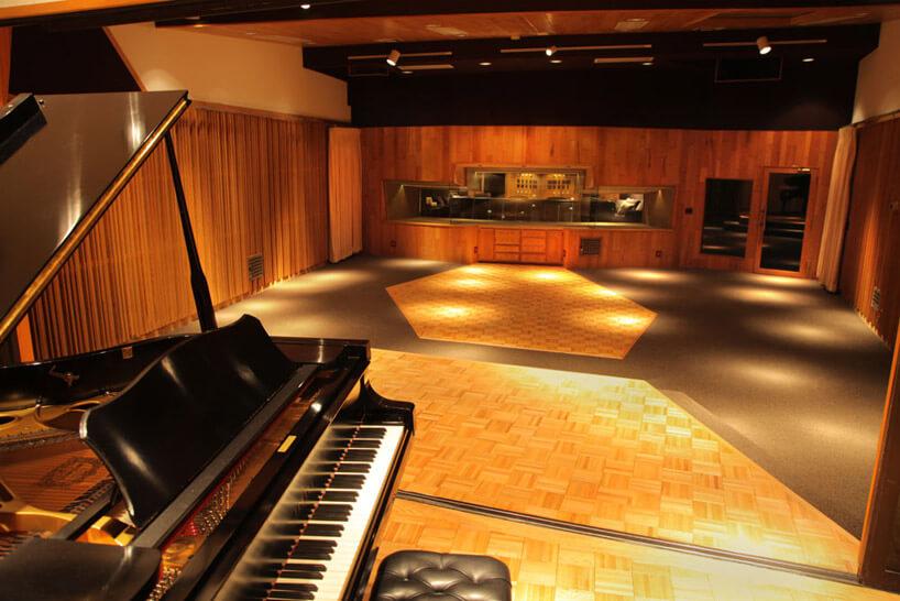 pianino wdużej sali koncertowej