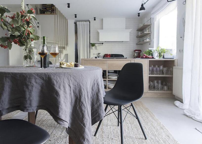 styl prowansalski wjadalni zdużym szarym stołem iszarym stołem