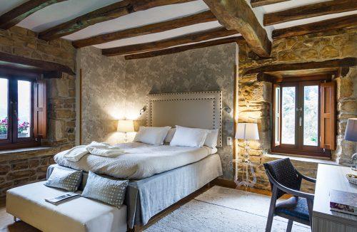 elegancka sypialnia w stylu prowansalskim