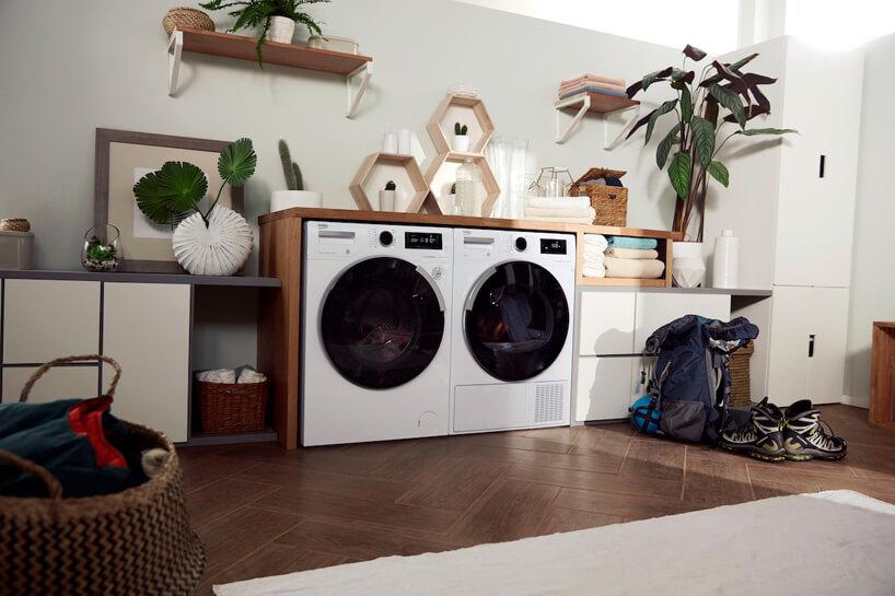nowoczesna suszarka do ubrań marki Beko obok pralki