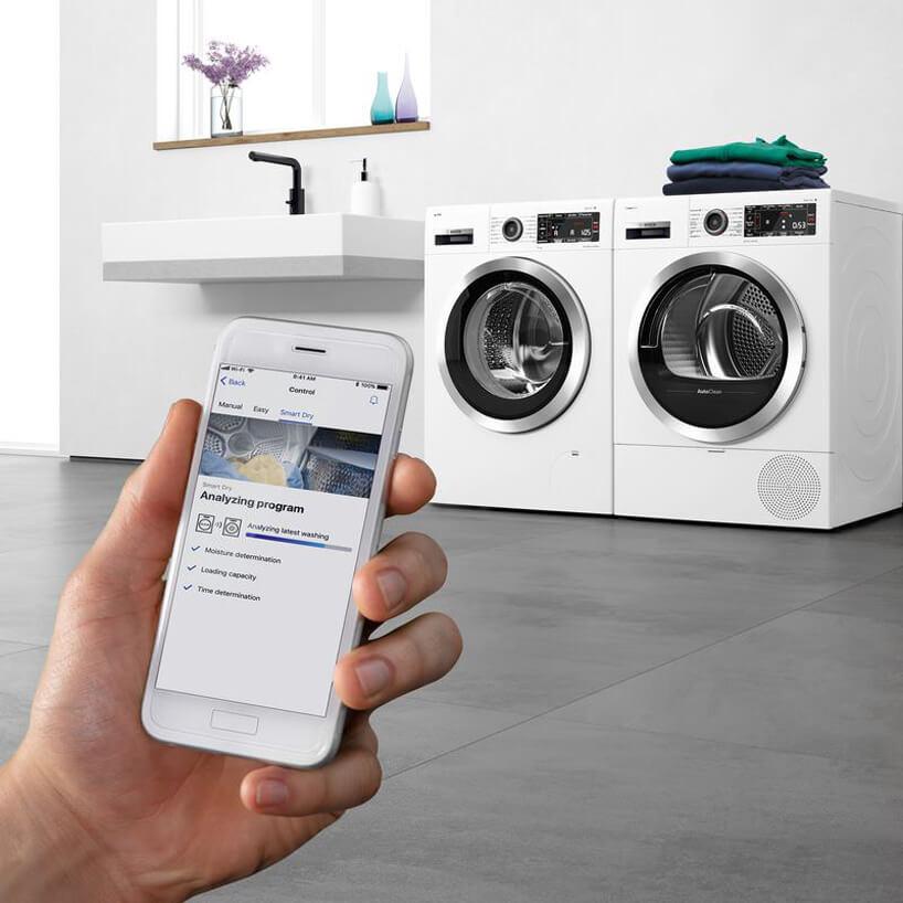 biała suszarka Siemens zsystemem Home Connect oraz technologią AutoClean obok nowoczesnej pralki Siemens