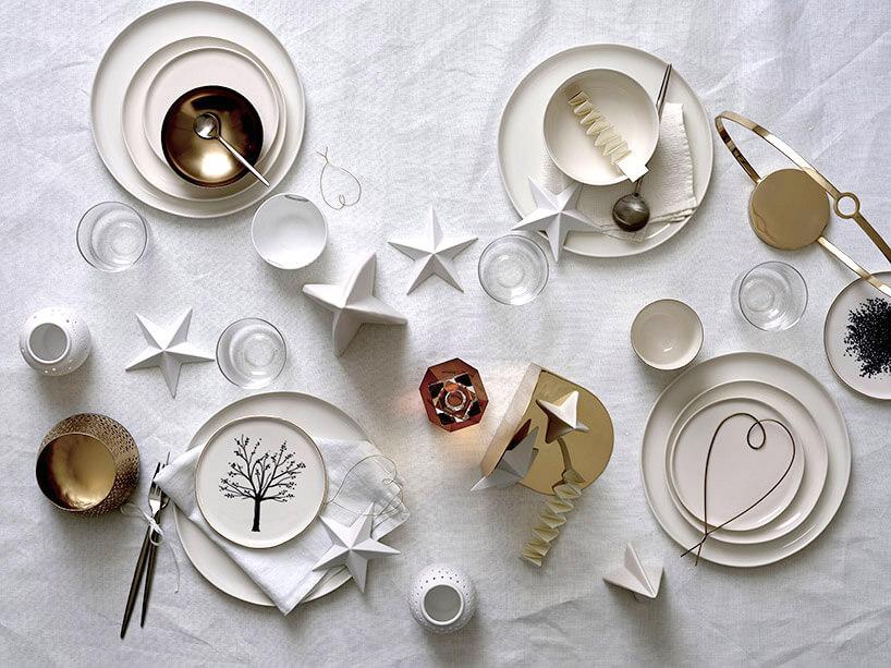 stół ze świątecznymi inspiracjami dekoracyjnymi