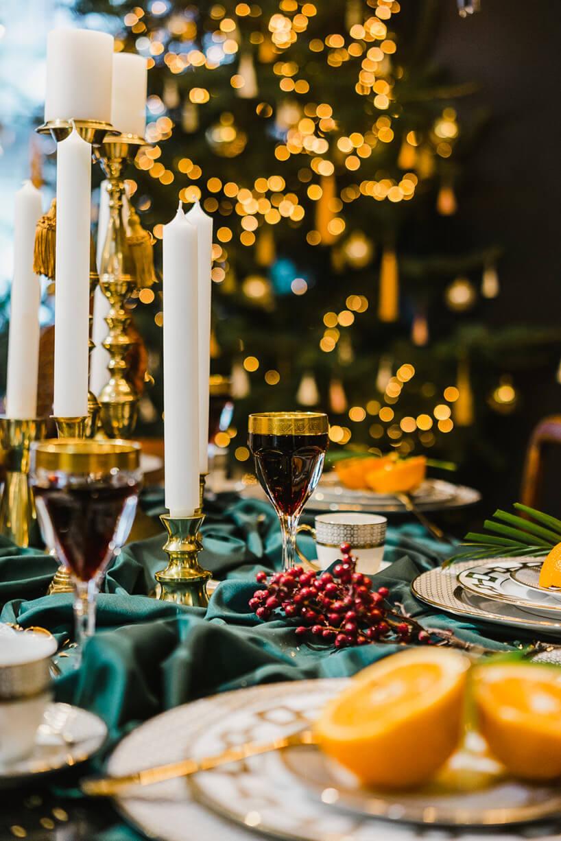 świątecznie udekorowany stół