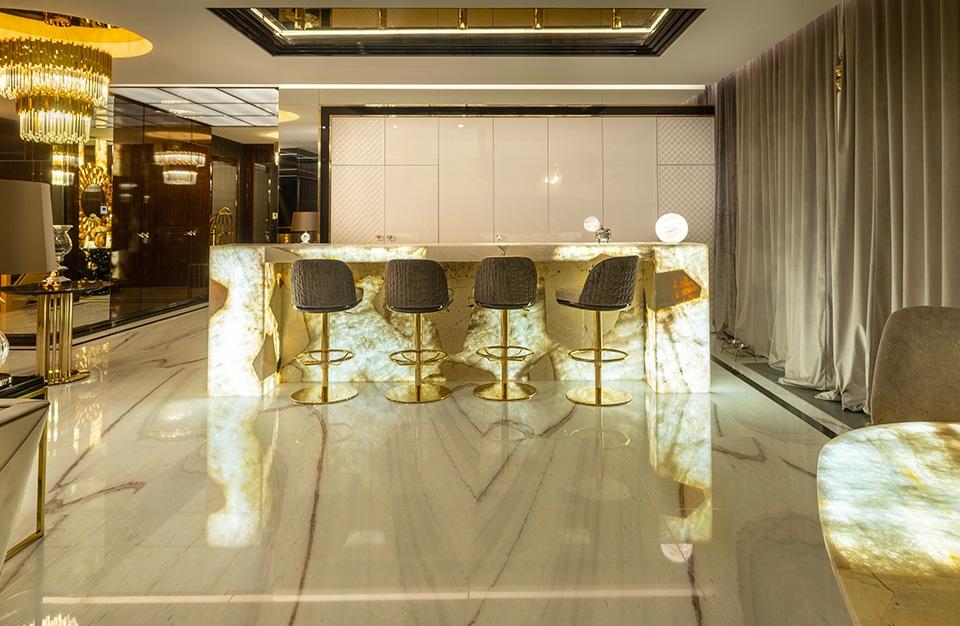 Światło ikamień wgrze maksymalizmu: luksusowy apartament