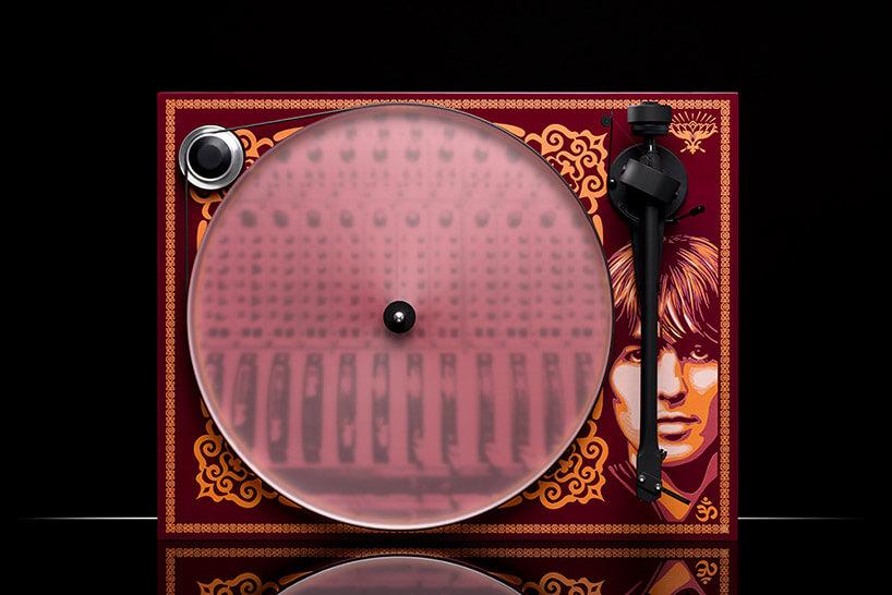 bordowy gramofon The Beatles