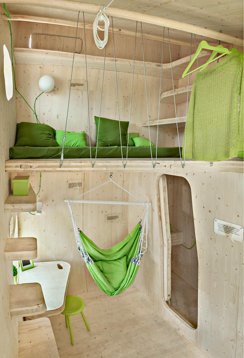 podwieszane łóżko oraz hamak