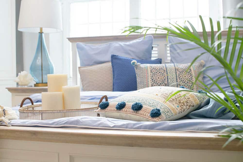 Sypialnia wstylu hampton: wnętrze, które przenosi nad morze