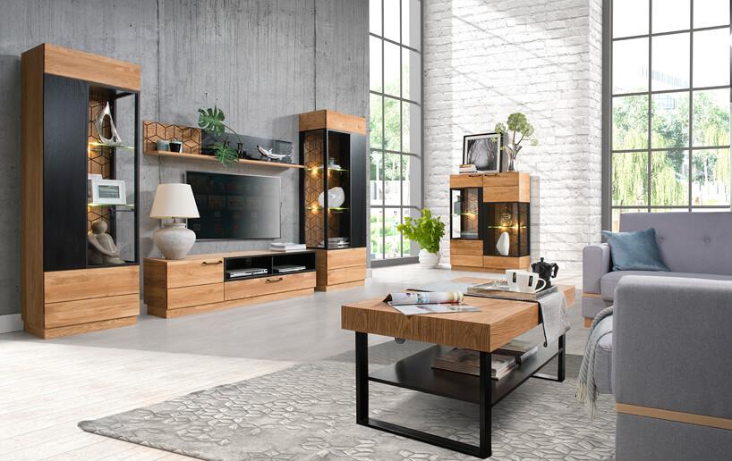 drewniany stół drewniane szafki beżowe komody jasno szara podłoga