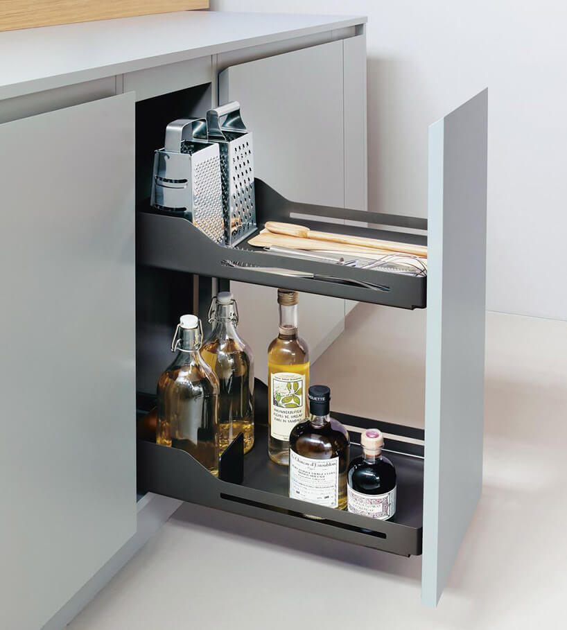 wąska wysoka wysuwana szafka wszarej kuchni