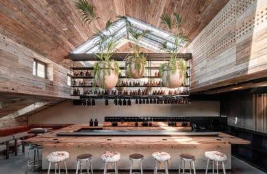 Sześć pięter, pięć barów, czyli wnętrza pełne doznań: MAD Bars House w Kijowie