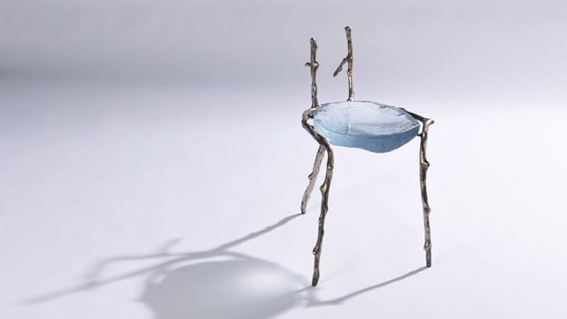 krzesło zmetalwm stelażem iszklanym sferycznym siedziskiem