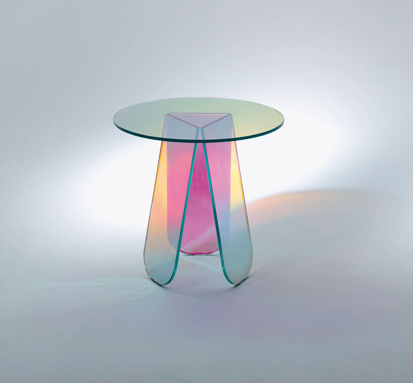 mały stolik zwielobarwnego szkła