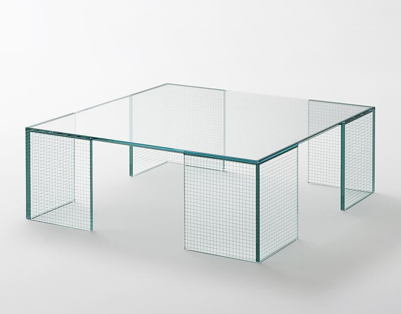 duży kwadratowy szklany stoli