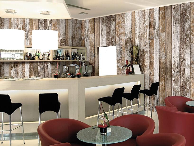 tapeta imitująca drewno waranżacji klubu