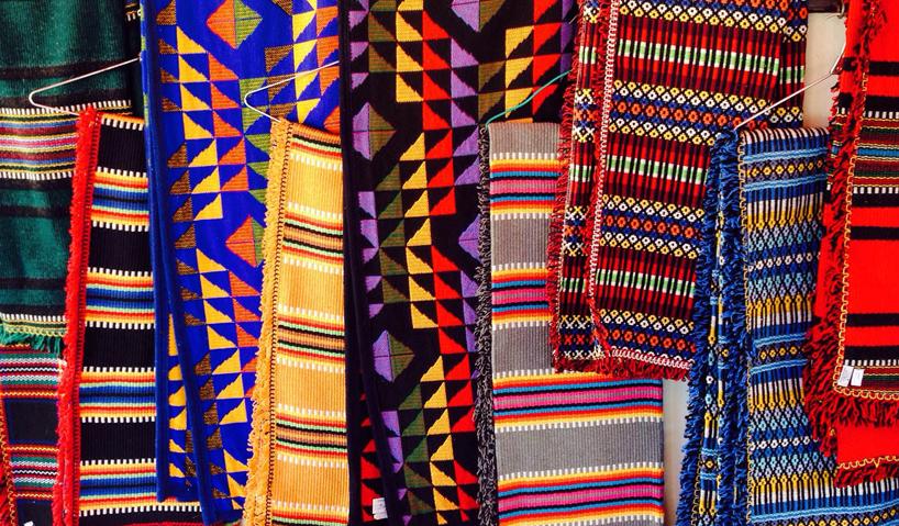 kolorowe tkaniny ręcznie robione