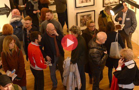 wielu odwiedzających Targi Sztuki Dostępnej 2019
