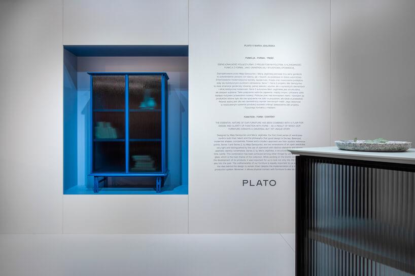 niebieska szafka PLATO podczas Warsaw Home 2019