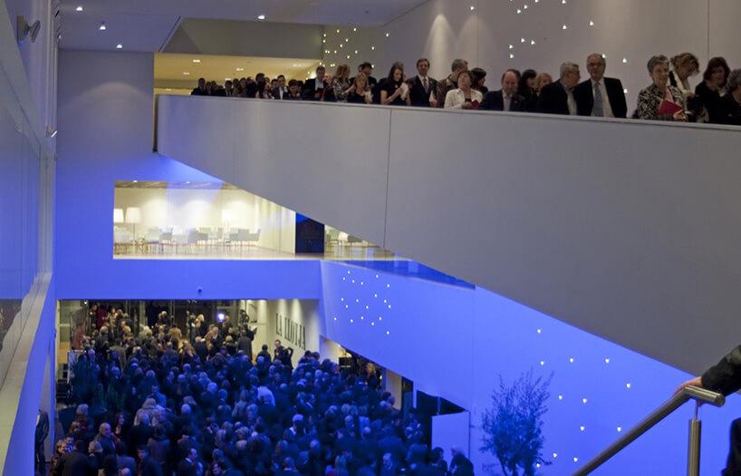 duża liczba ludzi na konferencji