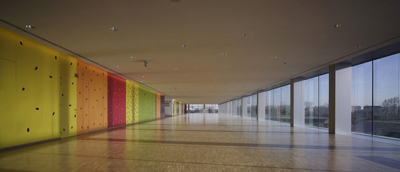 kolorowy korytarz