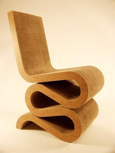 drewniane zawijane krzesło