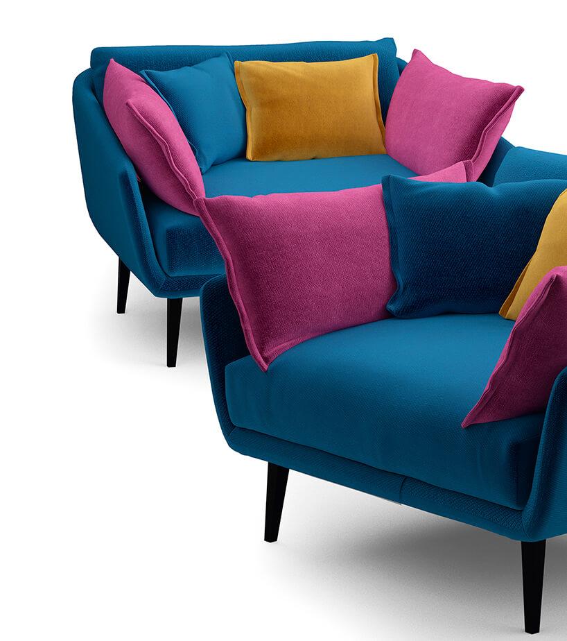 dwa szerokie niebieskie fotele materiał obiciowy Italsenso