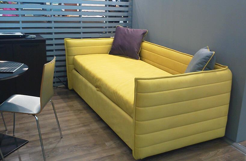 żółta sofa materiał obiciowy Italsenso waranżacji na targach