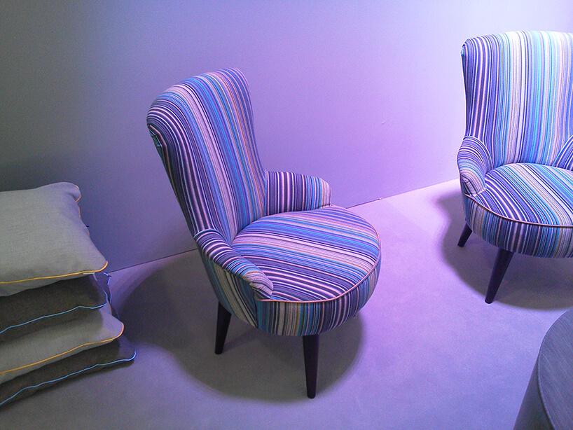 dwa fotele wpaski materiał obiciowy Italsenso