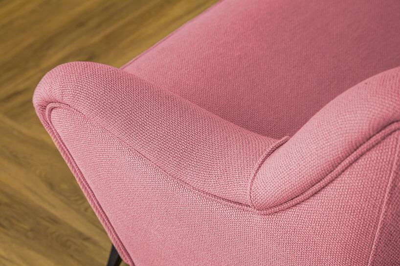 różowe oparcie sofy zbliska materiał obiciowy Italsenso