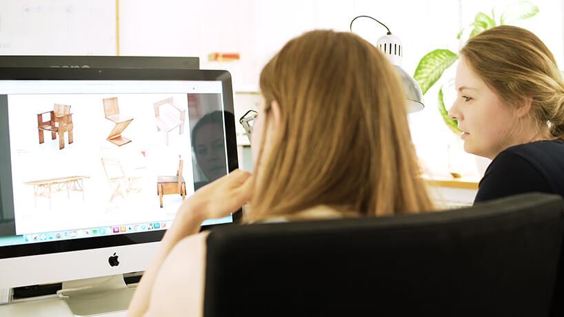 dwie projektantki przy pracy na komputerze