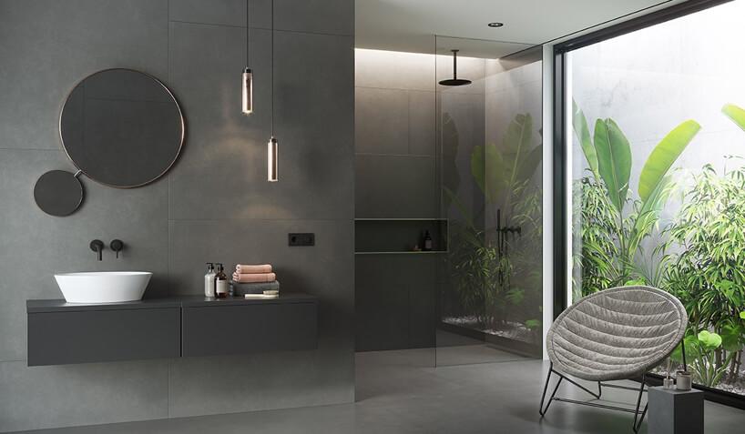 elegancka szara łazienka zdużym panoramicznym oknem na ogród