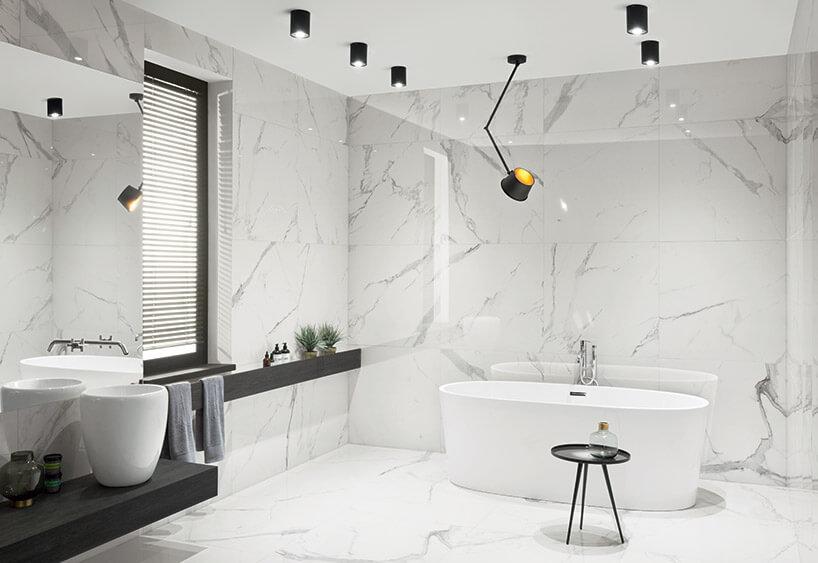biała nowoczesna łazienka zwolnostojącą wanna