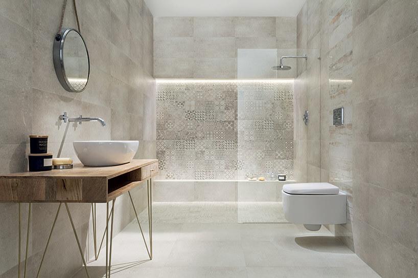 łazienka zdużym natryskiem na całą ścianę