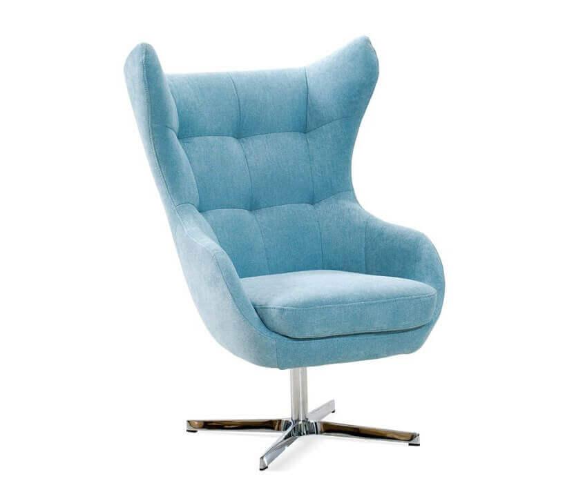 błękitny fotel na białym tle