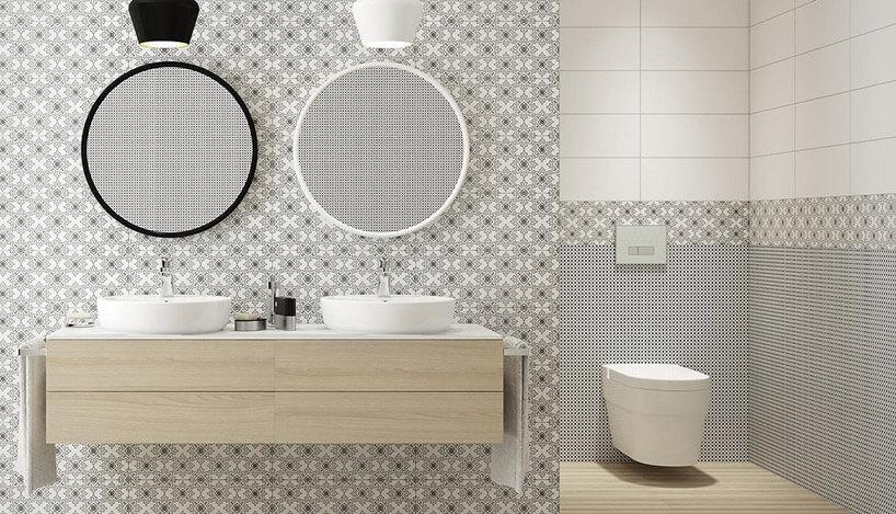 prosta łazienka zbiało-czarnymi płytkami